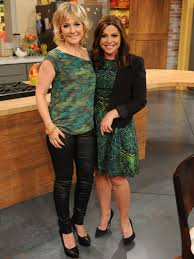amy carlson new short haircut on blue bloods blue bloods star amy carlson with rachael ray on set of the