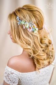Hochsteckfrisurenen Hochzeit Mit Blumen by Die Besten 25 Dirndl Frisur Mit Blumen Haarband Ideen Auf