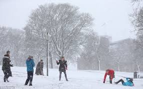 uk weather sees up to four inches of snow fall in parts of britain