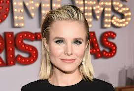 kristen bell soars in 5 inch heels for u0027a bad moms christmas