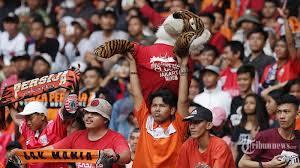 tak hanya orang indonesia bule jerman ini pendukung jakmania