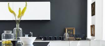 peinture murale cuisine peindre un mur en noir mat avec cuisine blanc peinture idees et