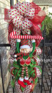 Outdoor Christmas Wreaths by 36 Best Christmas Mailbox Swags Images On Pinterest Christmas