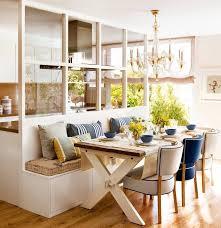 cuisine bois peint verrière intérieure en bois pour un espace cosy parfaitement organisé