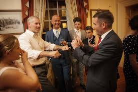 hire a magician for your christmas party