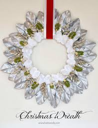 livelovediy how to make a diy christmas leaf wreath with rub n buff