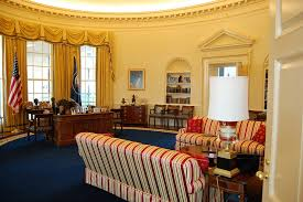 White House Oval Office Desk Oval Office Desk For Casual Working Room Home Decor And Furniture