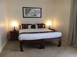 chambre et literie très grande chambre literie impeccable 2x2m petit déjeuner