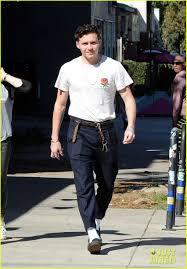 casual for moretz beckham go casual for lunch date photo