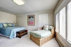chambre en osier chambre à coucher avec le canapé de lit et d osier photo stock