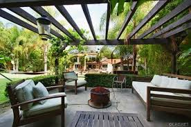 Lanai Design A Lanai Is Great For Entertaining Outdoors Pink U0027s Sherman Oaks