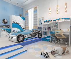 deco chambre enfant voiture chambre enfant bleu et déco aux accents colorés