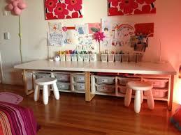 table chambre enfant la table enfant qui réveille l artiste en votre gamin espace