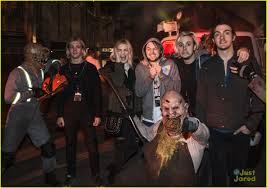halloween horror nights 2015 dates r5 get scared out of their socks at halloween horror nights