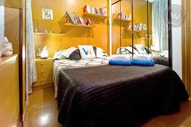 chambre barcelone chambre colorée dans le centre de barcelone chambre privée barcelone