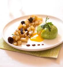 recette de cuisine de chef étoilé oeufs mollets nappés aux herbes pommes de terre sautées julien