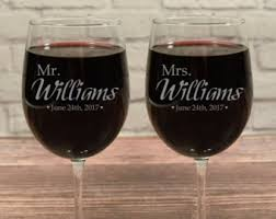 his hers wine glasses custom wine glasses personalized wine glasses mr and mrs