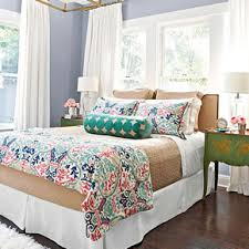 Decorate A Small Bedroom by Decorating