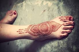 10 striking mehndi designs for legs and
