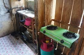 cuisine pourrie au coeur d une tribu iban dans une longhouse des plus