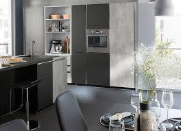 cuisine ton gris cuisine moderne grise béton design en îlot ambiance fabrik mobalpa