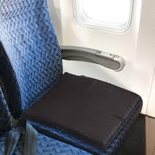 the traveler u0027s packable gel seat cushion hammacher schlemmer