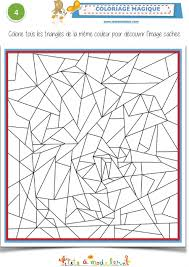 coloriage magique avec des triangles tête à modeler