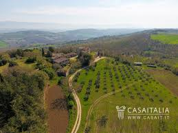 hamlet with farmhouses annexes and 50 hectares of land for sale
