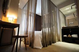 How To Divide A Room With Curtains by How To Create Dreamy Bedrooms Using Bed Curtains