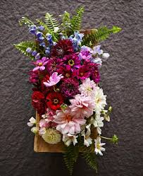 beautiful flower arrangements 20 beautiful flower arrangements midwest living