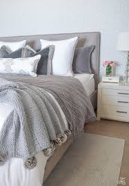 How To Arrange Pillows On A Bed Awesome Styling Pillows On Bed