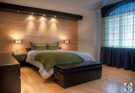 chambre de maitre habiller murs fenêtre et lit dans la chambre à coucher
