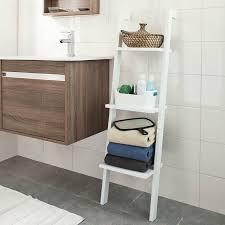 regal badezimmer ein kleines bad platzsparend einrichten mit diesen nützlichen artikeln