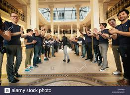 10 april 2015 u2013 paris france apple employees greet first visitors