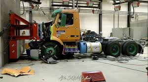 volvo 18 wheeler volvo vnl 2018 crash test and safety demonstration youtube