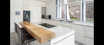 granit küche küche in hochglanz weiss und arbeitsflächen aus granit
