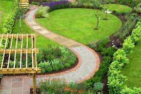 garden pathway design ideas with some natural stones trails