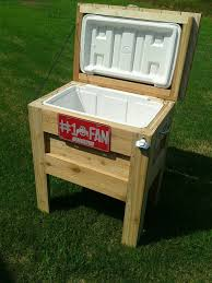 Build Outside Wooden Table by Best 25 Wooden Ice Chest Ideas On Pinterest Diy Cooler Ice
