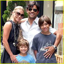 kelly ripa children pictures 2014 mark consuelos kelly ripa read robot zot at white house easter