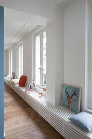 i like the horizontal slats radiator covering window en wit