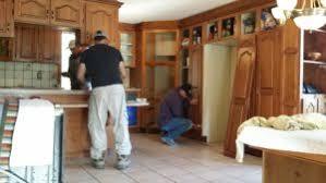 restauration armoires de cuisine en bois décaper ses armoires de cuisine en bois rénover sa cuisine