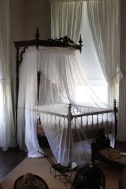 best 25 victorian bed ideas on pinterest victorian bed the curtains make it look so elegant