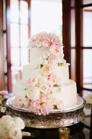 wedding cake flower best 25 wedding cake fresh flowers ideas on wedding