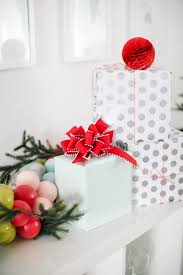 diy hosting a holiday craft party with martha stewart living