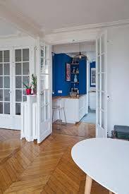 cuisine americaine appartement cuisine ouverte sur le salon une pièce chaleureuse dans un