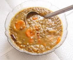cuisiner les lentilles vertes soupe de lentilles vertes au lard recette de soupe de lentilles