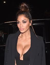nicole s nicole scherzinger shows off her cleavage in black leather mini
