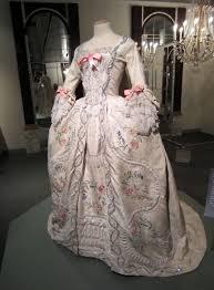 robe mari e chetre les robes portées par les antoinette de nos écrans