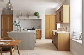 light oak shaker kitchen cabinets solva oak shaker kitchen masterclass kitchens