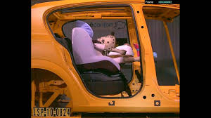crash test siege auto groupe 2 3 bébé confort pebble et pearl sur base familyfix au crash test